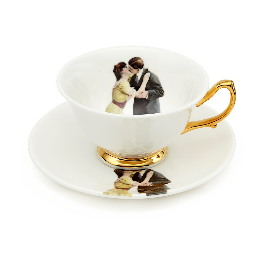 Melody Rose Kissing Couple teacup