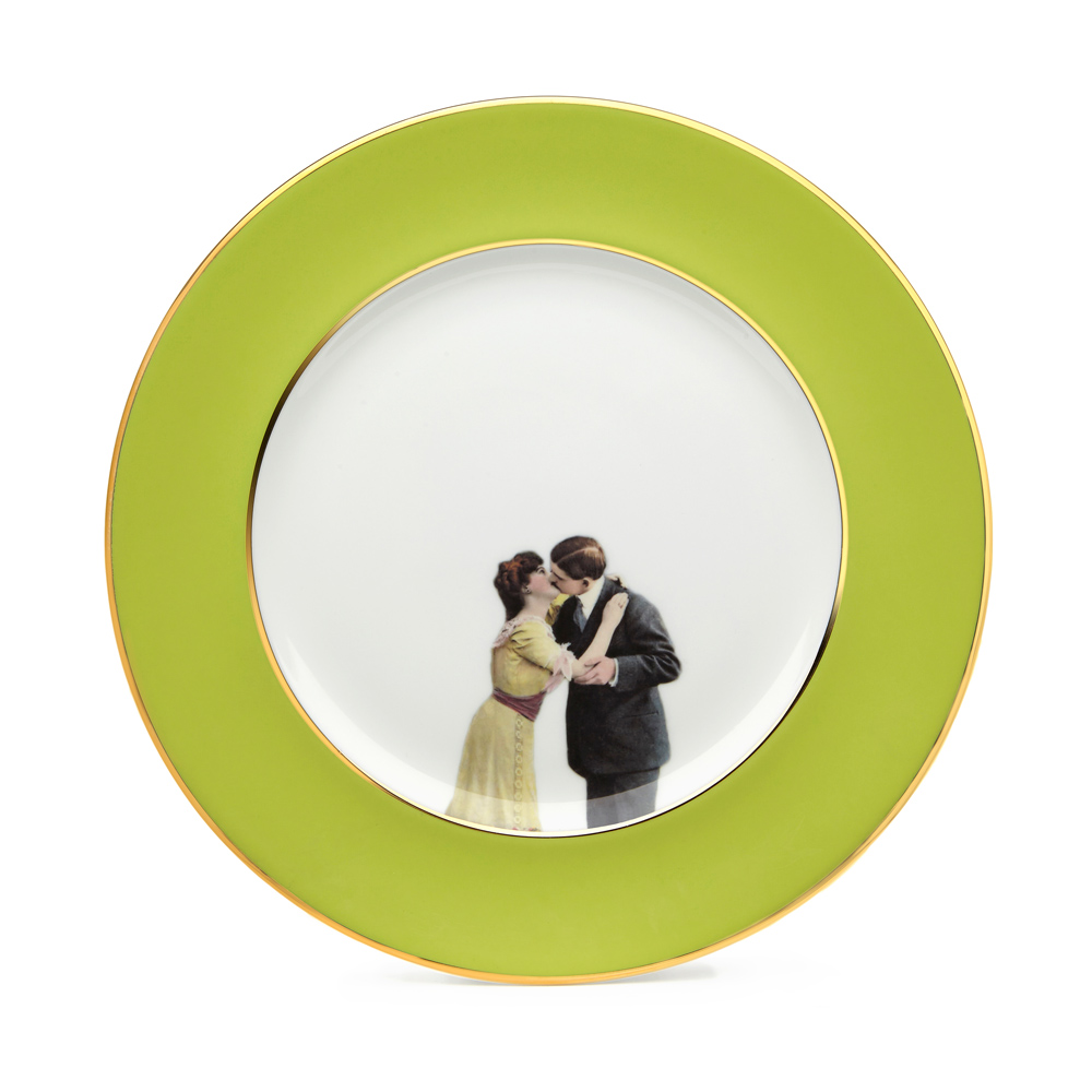 Melody Rose In Colour Kissing Couple Green Plate
